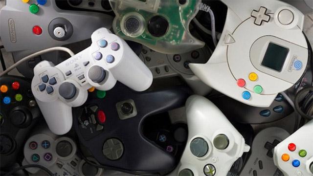 Bộ điều khiển và cần điều khiển trò chơi