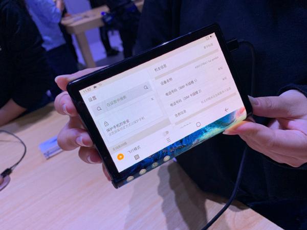 Chiếc smartphone màn hình gập đầu tiên trên thế giới 2