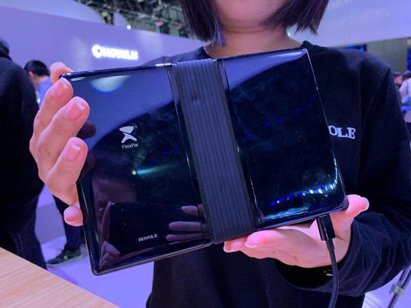 Chiếc smartphone màn hình gập đầu tiên trên thế giới 5