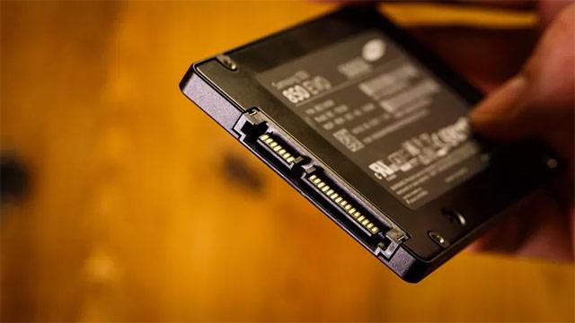amsung 850 EVO sử dụng công nghệ 3D V-NAND
