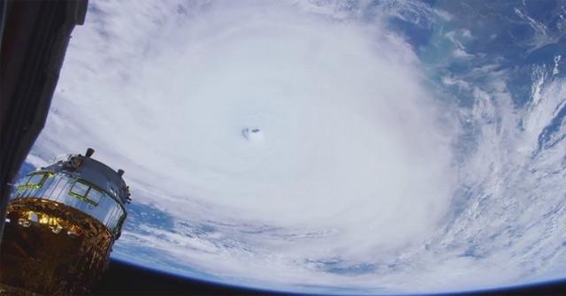 Một cơn bão nhìn từ trên trạm vũ trụ ISS