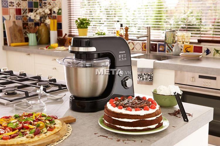 Máy đánh trứng Philips HR7920 để bàn giúp bạn dễ dàng làm được nhiều loại bánh.