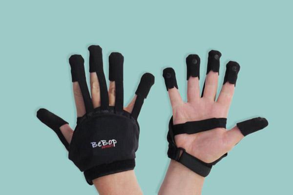 Găng tay không dây thực tế ảo Forte