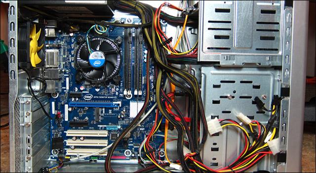 Các cây CPU nguyên bản thường sẽ không cung cấp nhiều tùy chọn để bạn giấu bớt cáp không sử dụng đến cho thoáng