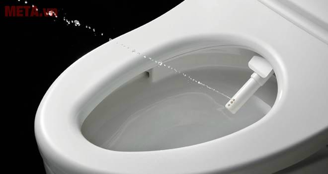 Luva Bidet cho tia nước phun chính xác với lực vừa phải.