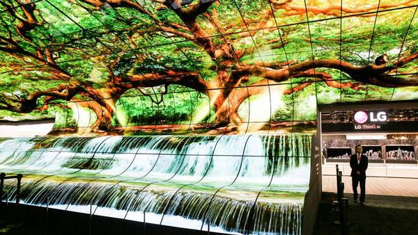 Màn trình diễn đầy ấn tượng bằng cách ghép 250 chiếc TV OLED 4K cong thành một màn hình cong khổng lồ 2