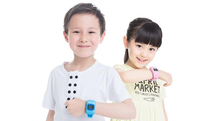 Trang bị đồng hồ định vị cho trẻ em