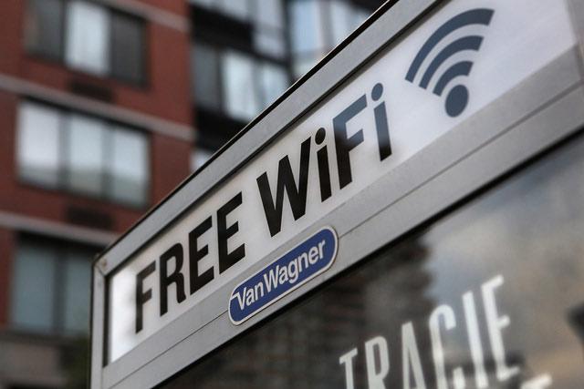 Hạn chế dùng wifi công cộng tại sân bay