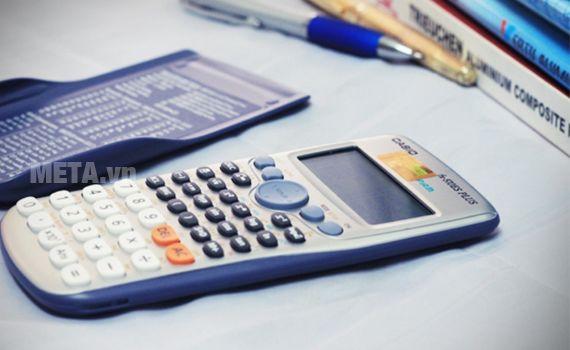 máy tính bỏ túi là đồ dùng học tập không thể thiếu với học sinh THPT.