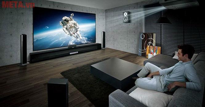 Máy chiếu 4K đem lại trải nghiệm giải trí sống động, chân thực như tại rạp chiếu phim.
