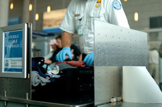 Kiểm tra hành lý tại sân bay