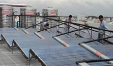 Máy nước nóng năng lượng mặt trời, máy nước nóng dùng điện nên mua loại nào?