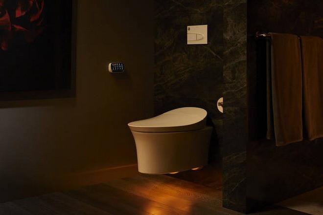 Hệ thống đèn chiếu sáng cũng được lắp đặt tại vị trí của chiếc toilet