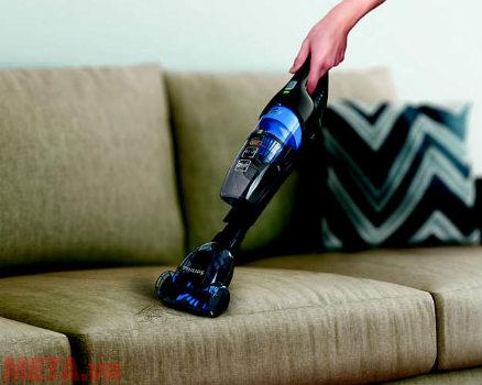 Đầu hút TriActive Turbo trên máy hút bụi Philips làm sạch lông thú hiệu quả.