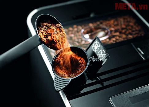 Máy pha cà phê dễ sử dụng.
