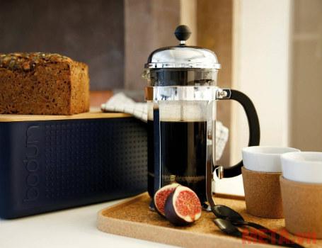 Bình pha cà phê kiểu Pháp French Press có thiết kế nhỏ gọn.