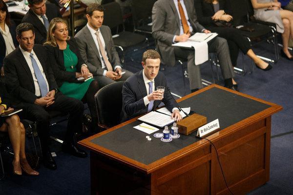 CEO của Facebook Mark Zuckerberg phải điều trần trước quốc hội Mỹ sau scandal hồi tháng 3