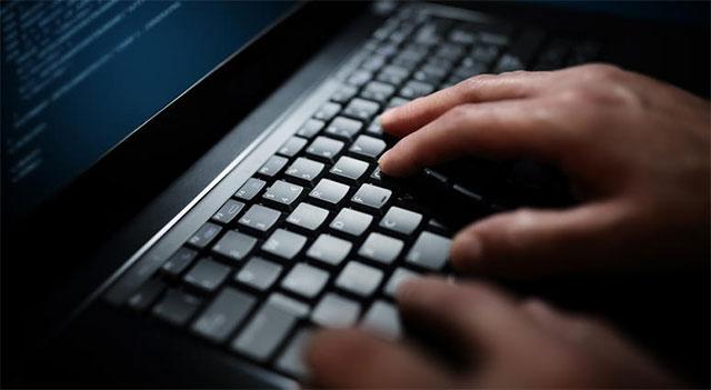 Khi vụ vi phạm dữ liệu này bị phát hiện, phía nhà trường đã quyết định mở một cuộc điều tra toàn diện và phát hiện ra rằng đã có những thay đổi trái phép mang tính chủ đích đối với những dữ liệu về điểm số và hồ sơ điểm danh
