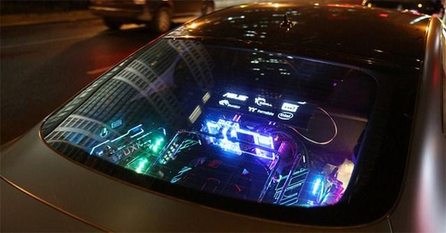 Anh chàng biến chiếc Audi S7 trở thành bộ PC di động cấu hình cực khủng, có thể chơi game ở bất kỳ đâu