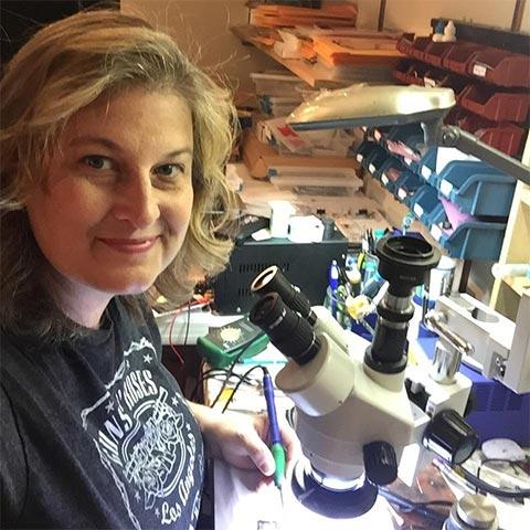 Jessa Jones, chủ cửa hàng sửa chữa công nghệ nổi tiếng iPadRehab có trụ sở tại Rochester