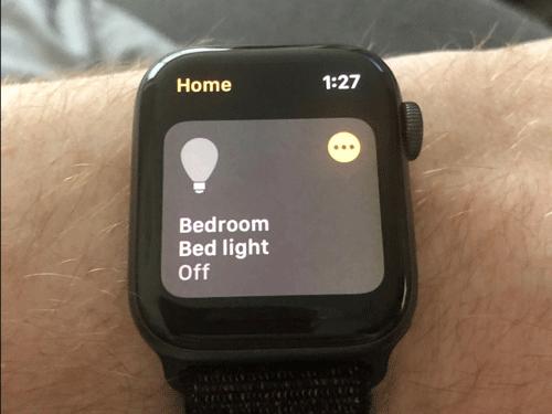 Apple Watch kiểm soát bóng đèn trong nhà thông minh