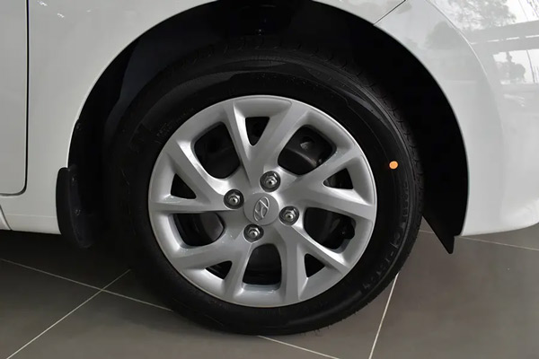 Hyundai Grand i10 hatchback 6