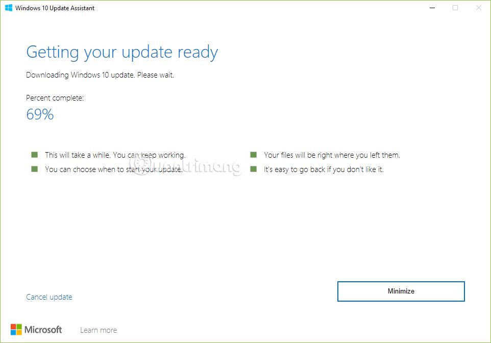 Trợ lý đang tải file cập nhật về máy tính
