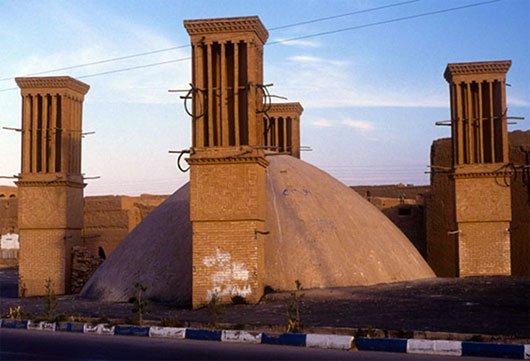 Hình ảnh tháp làm mát trên nóc nhà của người Ba Tư.