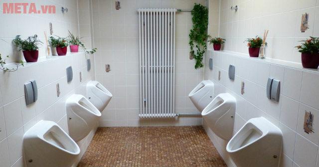 Quạt hút mùi nhà vệ sinh, WC, toilet công cộng cần có lưu lượng gió, công suất... lớn.