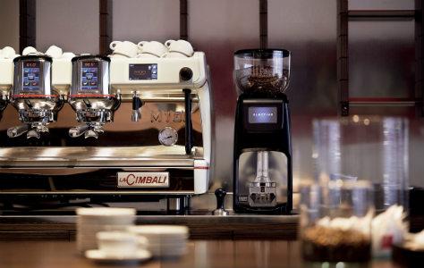 Máy pha cà phê Espresso chuyên nghiệp phù hợp phục vụ lượng khách lớn tại quán cafe, nhà hàng, khách sạn...