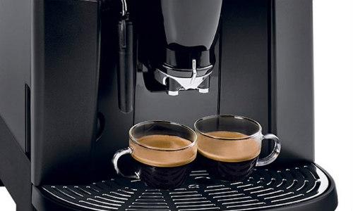 Máy pha cà phê Espresso giúp pha cà phê nhanh chóng, thơm ngon.
