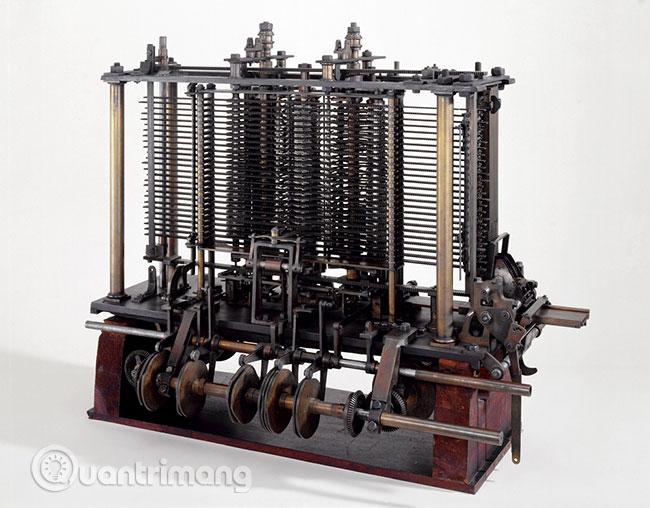 Nhà toán học nổi tiếng Charles Babbage đã thiết kế một máy tính có tên là Analytical Engine