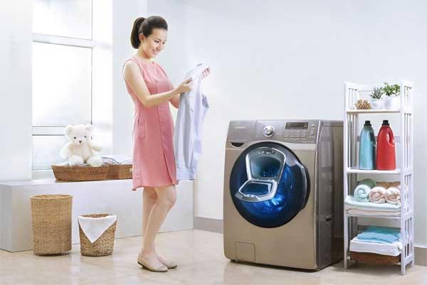 Cách mở máy giặt cửa ngang khi đang giặt