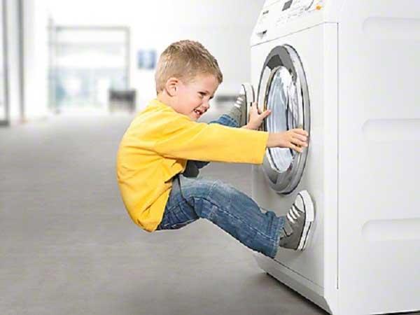Cách mở máy giặt cửa trước