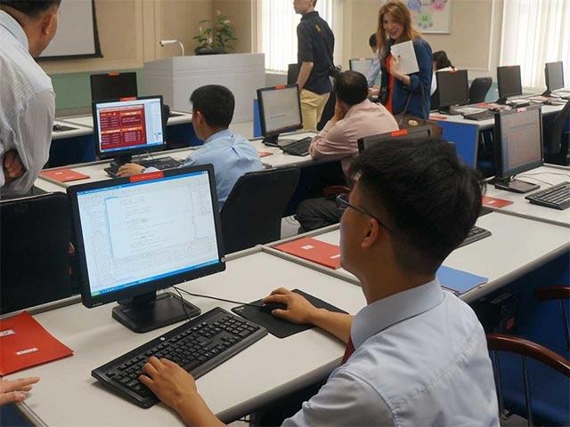 Một sinh viên Triều Tiên sử dụng máy tính tại Đại học Kim Il Sung
