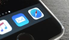 Cách ẩn thanh công cụ trong Safari trên iPhone