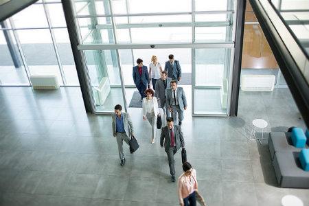 Chấm công giúp quản lý thời gian làm việc của nhân viên hiệu quả.