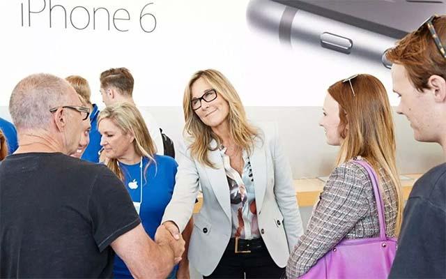 Angela Ahrendts là người được hưởng lương cao nhất Apple, vượt qua cả CEO Tim Cook