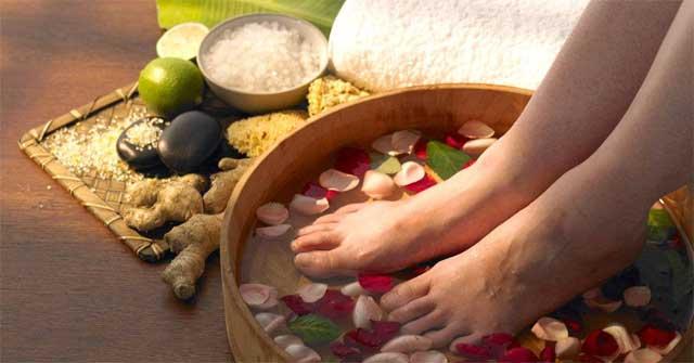 Ngâm chân nước muối có tác dụng gì? Cách pha nước muối ngâm chân chuẩn