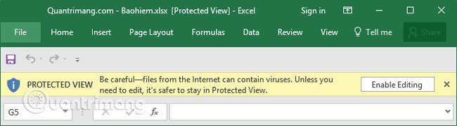 Một dòng cảnh báo sẽ xuất hiện dọc theo phần trên cùng của tài liệu đang mở cùng nút Enable Editing