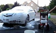 Nên dùng bột rửa xe không chạm hay nước rửa xe không chạm tốt hơn cho dịch vụ rửa xe?