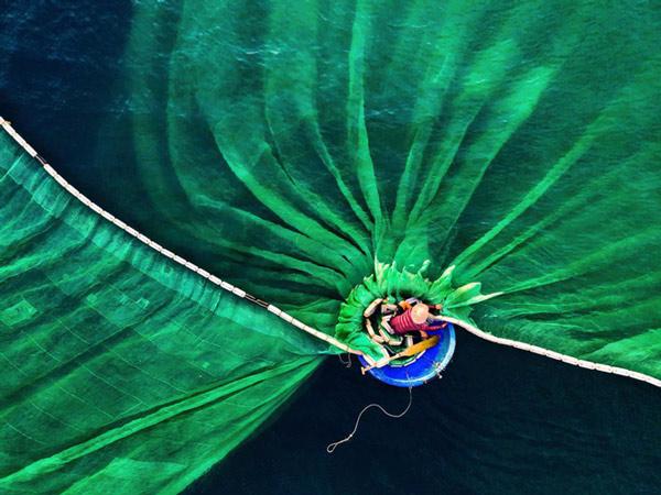 """Bài thi """"Dance in the Sea"""" của nhiếp ảnh gia Lê Văn Vinh"""