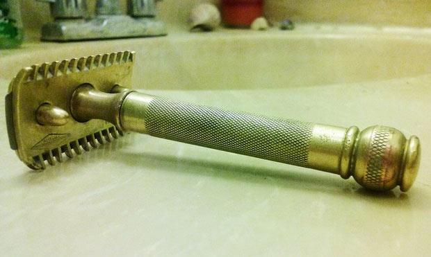 Đây là chiếc dao cạo râu ông tôi để lại, nó đã 99 tuổi rồi