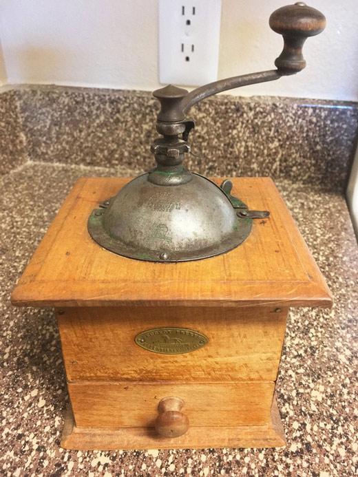Một chiếc máy xay cà phê đến từ hãng Peugeot