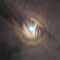 NASA chia sẻ bức ảnh hiếm có về 'cầu vồng' bao quanh Mặt Trăng