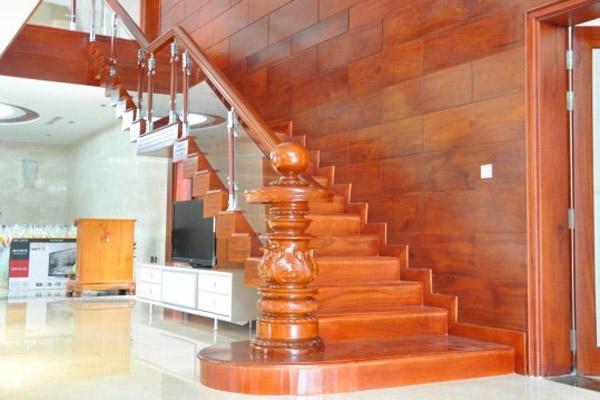 Cầu thang gỗ đẹp 9