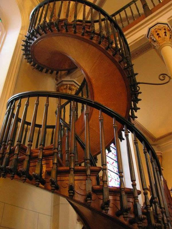 Cầu thang gỗ xoắn ốc 6