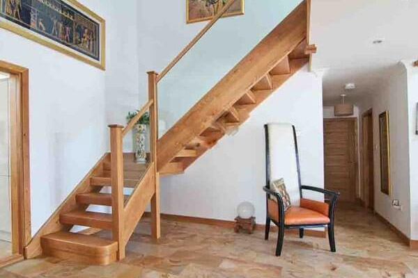 Cầu thang gỗ đơn giản, đẹp 9