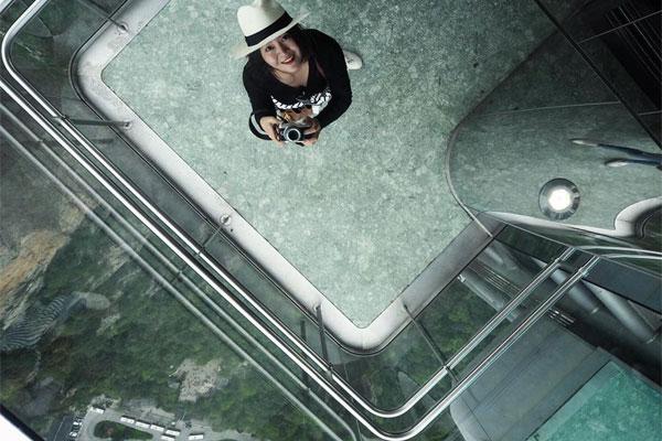 Nếu 3 thang máy chạy đồng thời, mỗi giờ hệ thống sẽ vận chuyển được 4.000 người