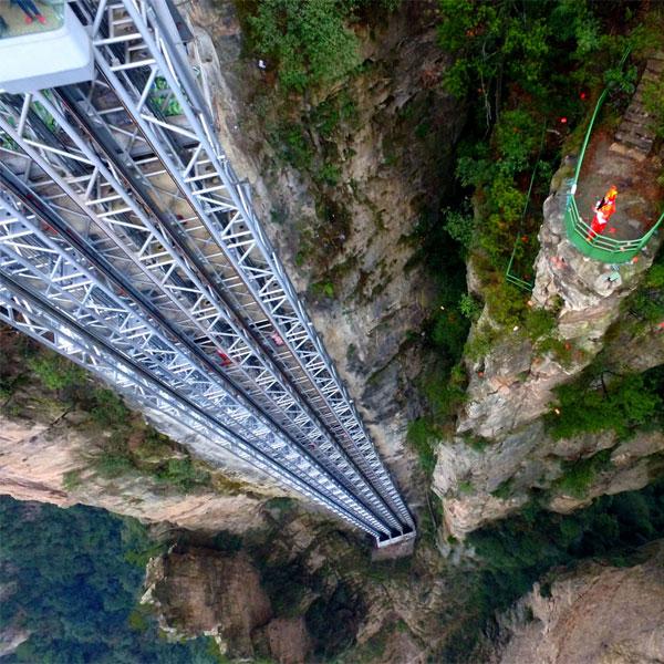 Bách Long còn giữ kỷ lục là thang máy lưu thông hành khách nhanh nhất với khả năng chuyên chở lớn nhất
